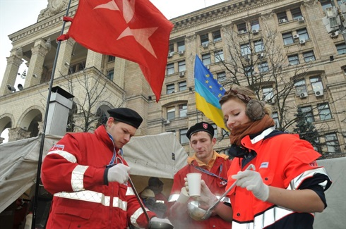 Order of Malta volunteers istributing soup in Maidan, kiev