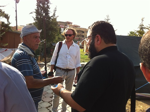 Erbil: Malteser International team leader, Oliver Hochedez, confers with colleagues
