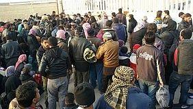 Syrian refugees flee Aleppo