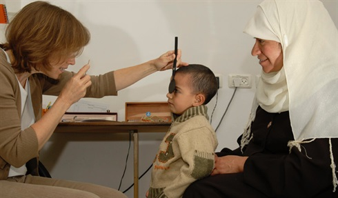 Jerusalem - the eye clinic carries on traditional care for those in need