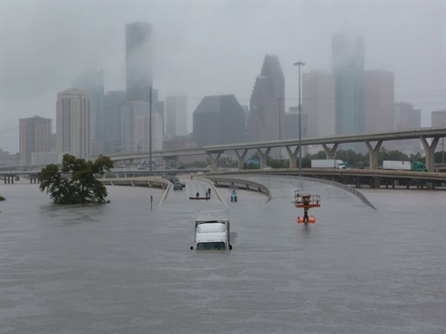 Texan Floods: interstate 45 submerged